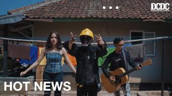 "Asep Balon Tepis Stigma Lagu Sunda Lewat Single ""Tong Digerung-Gerung"""